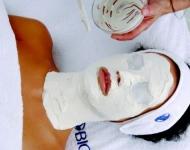 Alginátová maska - po odstranění masky se odhalí jiná pleť, výjimečně svěží, jemná a zářivá.