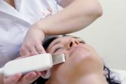 Michaela Salačová a čištění pleti ultrazvukovou špachtlí SlimFOX