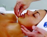 Aplikace regenerační perličky - nektaru mladosti s vitamínem C.
